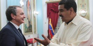 Venezuela's President Nicolas Maduro (R) shakes hands with former Spanish prime minister Jose Luis Rodriguez Zapatero in Caracas, Venezuela May 18, 2016. Miraflores Palace/Handout via REUTERS ATTENTION EDITORS - THIS PICTURE WAS PROVIDED BY A THIRD PARTY. EDITORIAL USE ONLY.